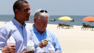 US President Barack Obama with Mississippi Governor Haley Barbour in Gulfport, Mississippi