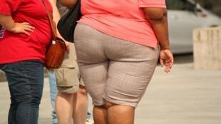 A obesidade ou o sobrepeso atingem 56,8% dos homens e 40,9% das mulheres na França.