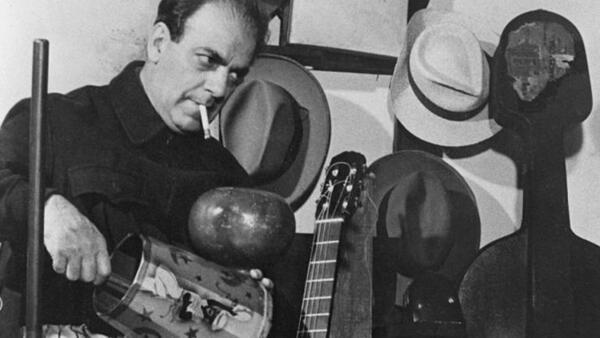 O compositor Heitor Villa-Lobos superou todas as dificuldades para fazer a sua primeira viagem a Paris na década de 1920.
