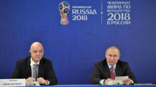 Президент ФИФА Джанни Инфантино (слева) и Владимир Путин в Сочи, 3 мая 2018.
