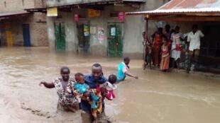 Uganda Red Cross volunteer rescues women and children in Bundibugyo in the south west Uganda.