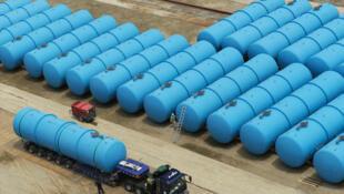 Tanques com estoques de água contaminada em Fukushima.