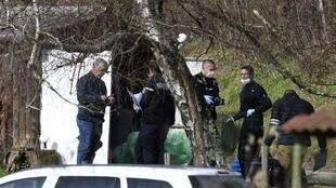 Gendarmes and forensic experts search a garden cabin along a road near Domessin in the Eastern French region of Savoie on 14 February, 2018.
