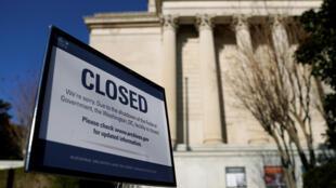 Em razão da paralisação, certos serviços administrativos federais estão fechados, como o de arquivos de Washington, em 22 de dezembro.