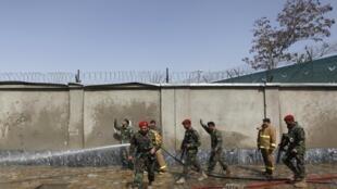 Bombeiros controlam início de incêndio provocado por atentado em Cabul