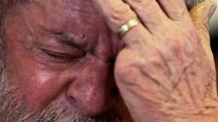 Lula da Silva chorando