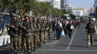 Quân đội Trung Quốc tăng cường các biện pháp kiểm soát các nhà ga - REUTERS /Wong Campion