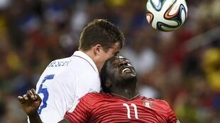 Portugal's Eder (R) fights for the ball with Matt Besler of the U.S.