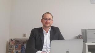C'est grâce à des services volontaire européens que Nicolas Jerzyk a découvert la Pologne et a décidé de s'y installer. Il a fondé une agence de vente et de location immobilière pour expatriés.