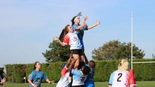 Le rugby féminin est en hausse en France.