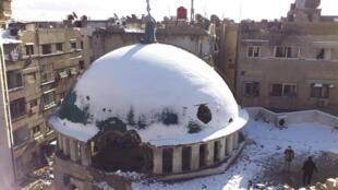 Bombardeio aéreo sobre mesquita na região de Damasco, 10 de janeiro de 2013