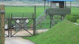 Một trạm canh gác biên giới Liên Triều, bên Hàn Quốc, tại khu vực phi quân sự Bàn Môn Điếm