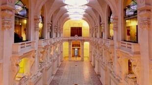 The interior Hall of Arts Décoratifs Museum in Paris