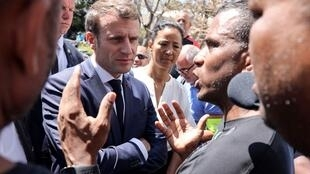 Tổng thống Pháp Emmanuel Macron thăm khu phố bình dân Camélias ở Réunion ngày 24/10/2019.
