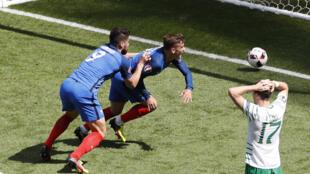 法國隊主力克里茲曼頭球進球扳平局勢