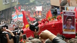 Hàng trăm nghìn người biểu tình tại Istanbul ngày 12/3/2014 nhân đám tang cậu bé Berkin Elvan.
