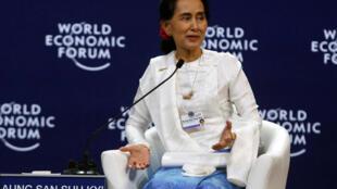 Wannan ba shine karo na farko da ake karbe lambar girmar da aka bai wa Suu Kyi ba, saboda cin zarafin da ake yi wa Musulmin kasar ta Myanmar.