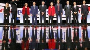 Ils sont tous candidats à la primaire démocrate et se sont affrontés dans la nuit du 30 au 31 juillet lors d'un premier débat à Detroit (Michigan). Parmi eux, Elizabeth Warren et Bernis Sanders, deux figures de la gauche du parti démocrate.