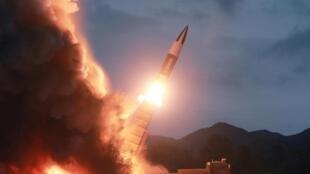 """Bắc Triều Tiên """"bắn thử một loại vũ khí mới"""". Ảnh do hãng thông tấn Bắc Triều Tiên KCNA cung cấp ngày 11/08/2019."""