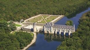 Замок Шенонсо в Турени