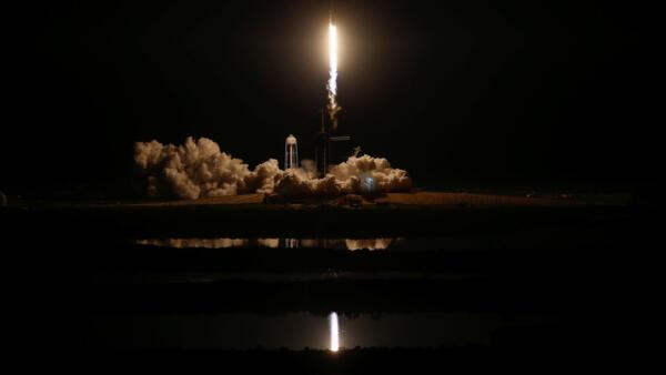 Un cohete Falcon 9 de SpaceX con la cápsula Crew Dragon, despegó desde Cabo Cañaveral en un vuelo de prueba, Kennedy Space Center, Florida, Marzo 2, 2019.