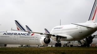 Greve dos pilotos da Air France deixa um em cada dois aviões no solo.