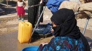 Une femme du camp de Salamiyah, au nord de l'Irak, construit dans l'urgence en 2017 pour abriter les populations de Mossoul. Photo prise le 23 septembre 2019.