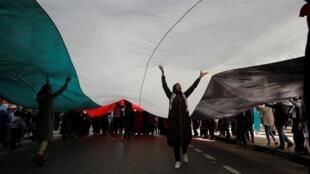 Des manifestants lors d'une mobilisation contre le plan de paix américain pour le Proche-Orient, à Rabat, la capitale du Maroc, le 9 février 2020.
