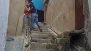 Obreros en una calle de Petare.