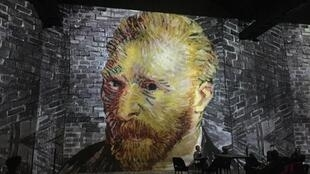 Chân dung tự họa Van Gogh, triển lãm Van Gogh, La Nuit étoilée tại Atelier des Lumières, Paris, 22/02/2019.