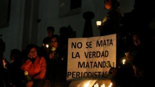 Vigilia tras el asesinato de dos periodistas ecuatorianos y su chofer, el 13 de abril de 2018 en Quito.