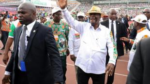 Le président Alassane Ouattara fait son entrée au stade Houphouët-Boigny pour prendre la parole au congrès du RHDP.