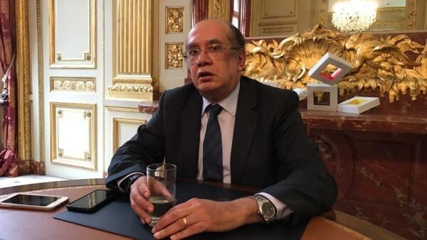 O ministro Gilmar Mendes na Embaixada do Brasil, em Paris