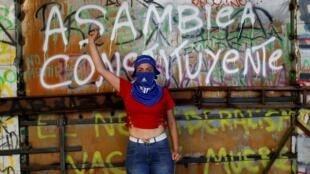 'Yo no sé qué miedo tiene la derecha de Chile, especialmente la UDI, que el nombre sea Asamblea Constituyente', dice Osvaldo, un manifestante.