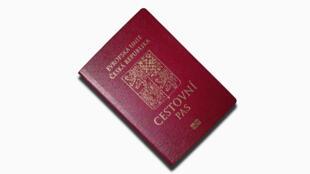Un passeport tchèque.