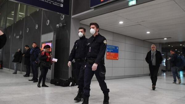 中國武漢市是新型病毒爆發的源頭,法國為從武漢撤僑在戴高樂機場做好部署        2020年1月28日