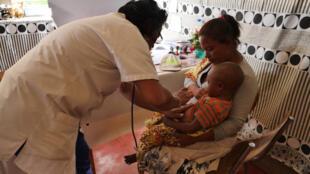 Centro de saúde de Isotry, bairro desfavorecido da capital de Madagáscar, um dos países onde as epidemias de sarampo têm sido as mais graves.