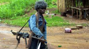 Un des miliciens du président Charles Taylor, en juin 2003, après les heurts qui ont éclaté avec les rebelles (Libériens unis pour la réconciliation et la démocratie).