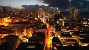 Vue aérienne de Beyrouth durant le couvre-feu destiné à lutter contre l'épidémie de coronavirus, le 28 mars 2020.