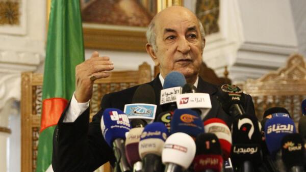 Abdelmadjid Tebboune, ex-Premier ministre, est l'un des cinq candidats à l'élection présidentielle du 12 décembre. Après la validation des 5 candidatures par le Conseil constitutionnel, il a tenu une conférence de presse à Alger, le 9 novembre 2019.