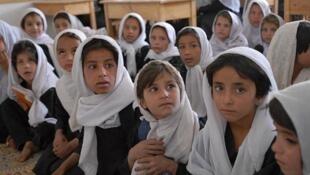 در افغانستان، بیش از ۶۰ درصد دختران قبل از پانزده سالگی ترک تحصیل میکنند
