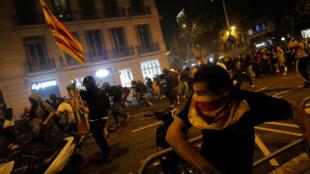 Choques entre manifestantes y fuerzas de seguridad, 18 de octubre en Barcelona.