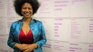 Gisela Casimiro, escritora e artista plástica