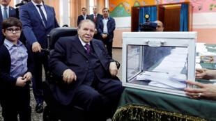 Le président algérien Abdelaziz Bouteflika, lors du scrutin législatif à Alger, le 4 mai 2017.