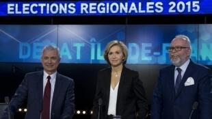 Claude Bartolone, cabeça de lista do PS nas regionais na ilha de França, Valérie Pécresse (Republicanos), e Wallerand de Saint Just, candidato da FN lors durante um debate telivisivo a 9 de Dezembro 2015.