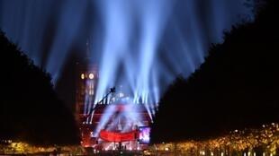 德国首都11月9日晚纪念柏林墙倒塌三十周年