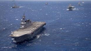Khu trục hạm chở trực thăng JS Hyuga (DDH 181) của Nhật Bản diễu hành trong đội hình 40 tàu nổi và tàu ngầm đại diện cho 13 nước tham gia cuộc tập trận RIMPAC 2016. Ảnh tư liệu chụp ngày 28/07/2018, trên Thái Bình Dương. uring Rim of the Pacific 2016.