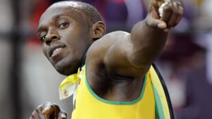 Usain Bolt comemora a vitória nos 100 m rasos no Estádio Olímpico de Londrese, em 05 de agosto de 2012.