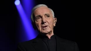 Con 94 años Aznavour no se había bajado del escenario y regresaba de una gira por Japón.