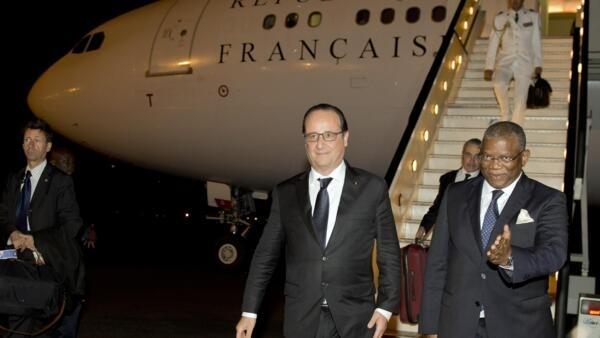 French President François Hollande arrives in Luanda, 2 July 2015